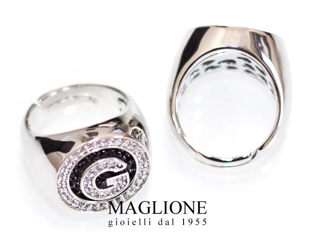 Anello chevalier tondo Dimmi Milano placcato argento personalizzabile con lettera iniziale del nome e zirconi