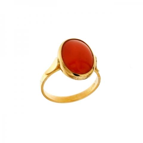 Anello con Corallo rosso naturale in oro giallo 18kt