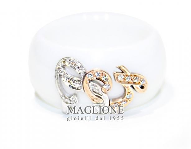 Anello Dalù in ceramica bianca personalizzabile con iniziali dei nomi intrecciate in oro 18kt e diamanti