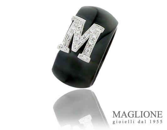 Anello Dalù in ceramica nera personalizzabile con iniziale del nome in oro 18kt e diamanti