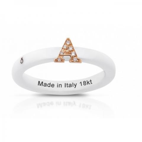 Anello Melissa Jewels in ceramica, lettera oro 18kt e diamanti naturali