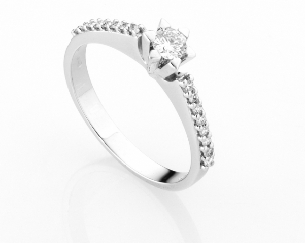 18K White Gold and 0.20ct Natural Diamonds Ring