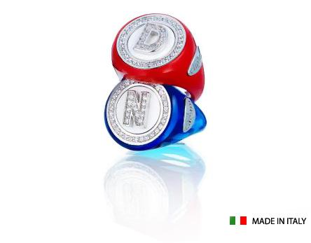 Anello tondo collezione Coloured Name in resina colorata personalizzabile con iniziale del nome in zirconi