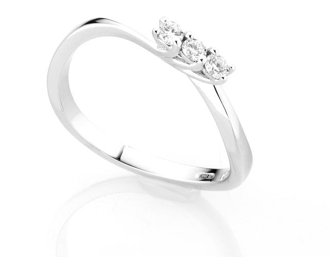 Anello Trilogy Diamonds Luxury con 3 Diamanti 0.14ct in oro bianco 18kt