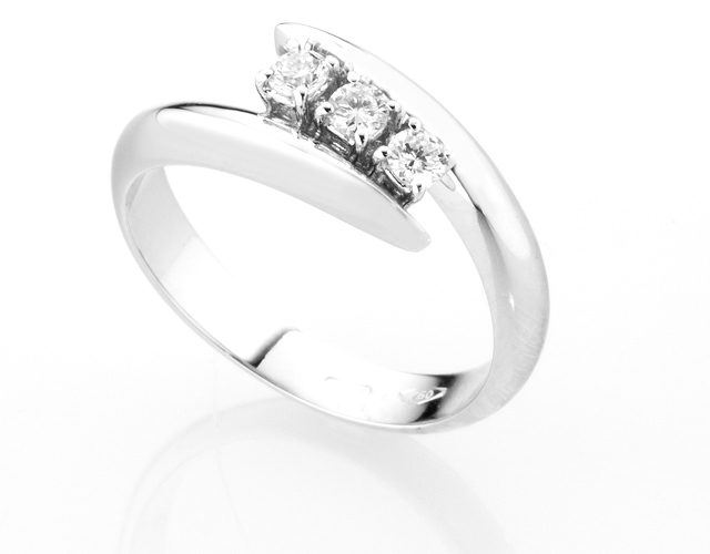 Anello Trilogy Diamonds Luxury con 3 Diamanti 0.18ct in oro bianco 18kt