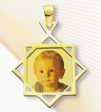 Customizable Medal Photo in 18K Yellow Gold