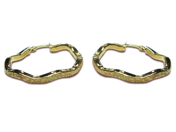 Orecchini a cerchio ondulati con diamantatura in oro giallo 18kt