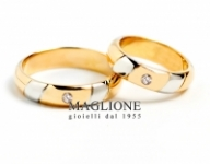 GioielleriaMaglione.it - Trasformazione Fedi Nuziali 25 anni con 5 fasce oblique in oro bianco e 2 diamanti